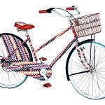 Originální jízdní kolo z nerezové oceli v efektním designu inspirovaným pleteninami typickými pro tuto značku. Ovládací páčky brzd a sedadlo potažené kůží. Od Missoni za 280 000 Kč.