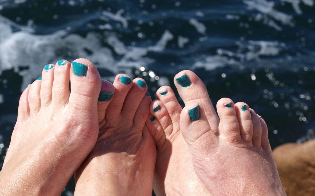 Jak bojovat se zarůstajícími nehty a pomohou nehtová rovnátka?