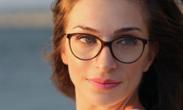Nová skla do starých brýlí? Pořiďte si je z pohodlí domova a ušetřete