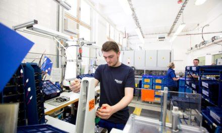 Míra nezaměstnanosti v ČR klesá a mzdy rostou. Česko už není montovnou Evropy