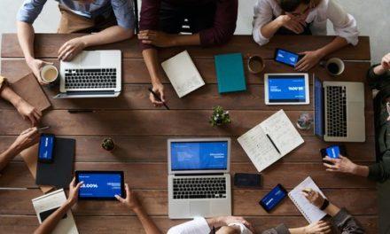 Částečný návrat do kanceláří s sebou nese zmatky a problémy s flexibilitou, koordinací a komunikací