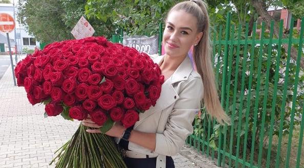 Krásná Štroffeková slaví 19. narozeniny: Dostala úžasný pugét růží!