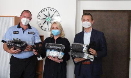Praha 2 obdarovala strážníky, policisty i hasiče